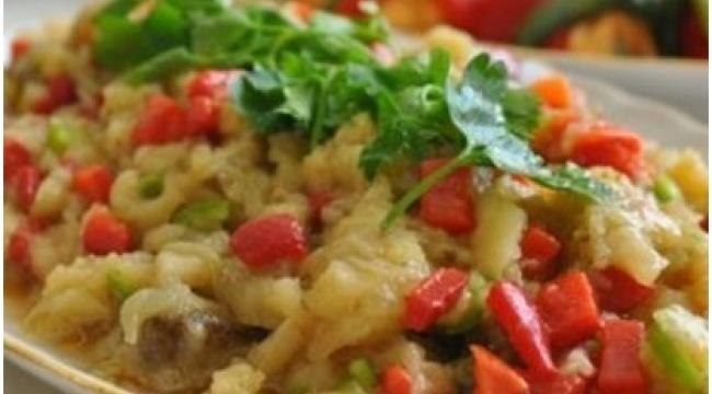 Sebzeli Patlıcan Salatası Nasıl Yapılır?