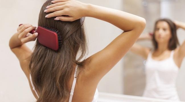 Donuk Saçları Tazelemek İçin En İyi 9 Malzeme