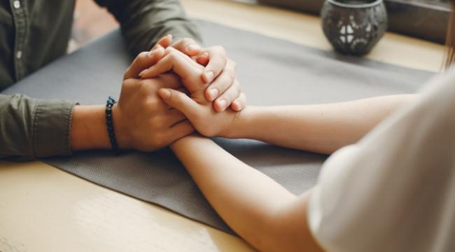 Bir İlişki Uzmanına Göre Daha İyi Bir Eş Olmanın 8 Yolu